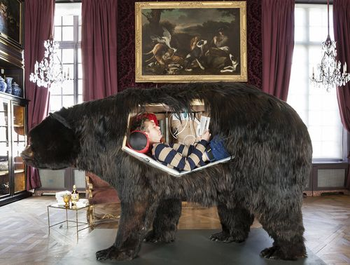 Abraham-poincheval-lives-inside-a-bear-carcass-for-two-weeks-05