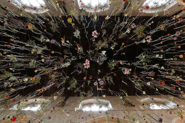 Suspended-Flowers-Installation-4